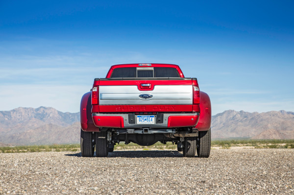 2015 Ford F-450 Platinum rear side