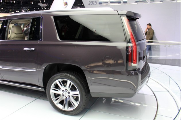 2016 Cadillac Escalade ESV rear wheel