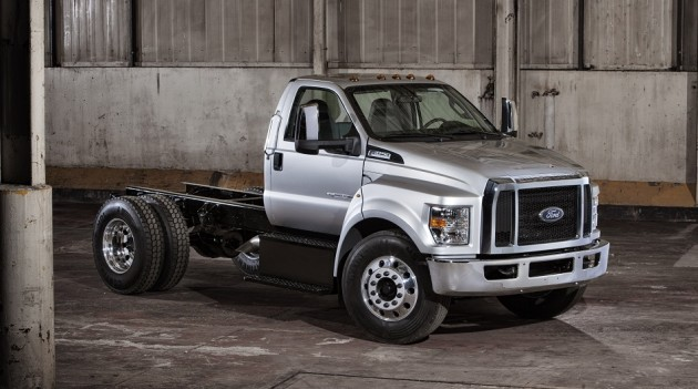 2016 Ford F-750 Hybrid front