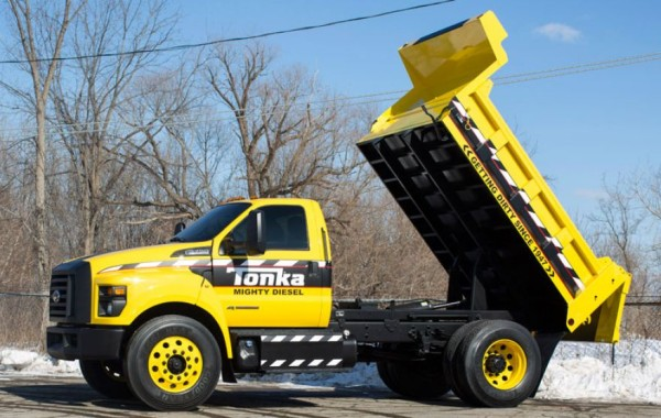 2016 Ford F-750 Tonka side
