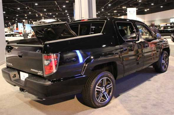 2016 Honda Ridgeline rear side