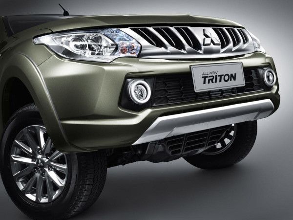 2016 Mitsubishi Triton light