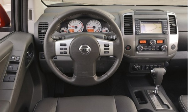 2016 Nissan Frontier steering wheel