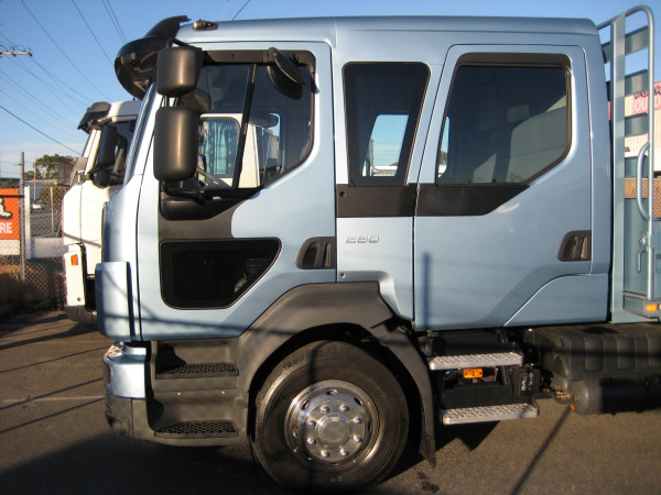 2016 Volvo FL side