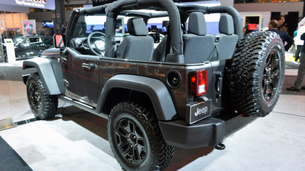 2018 Jeep Wrangler Truck rear side